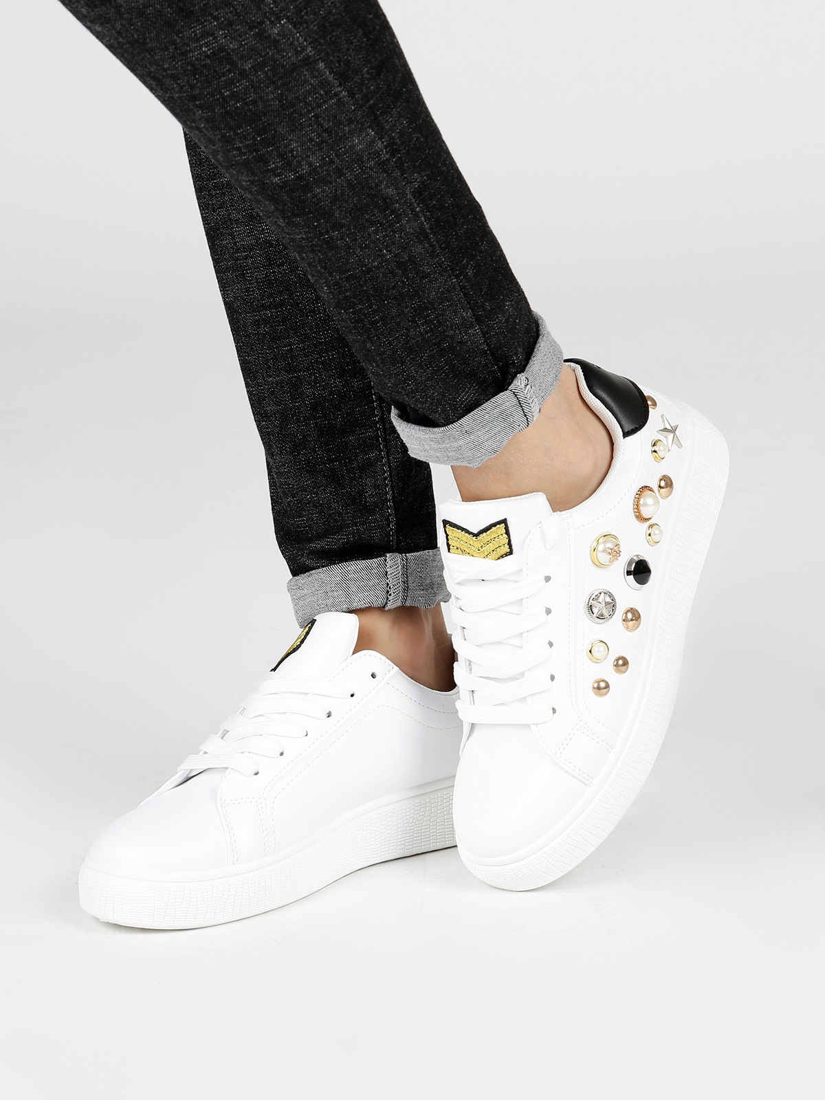 TRENDY TOO Low Sneakers Studded-White