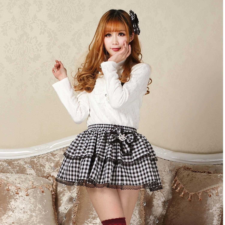 Молодая девушка в белой мини юбке фото 270-237