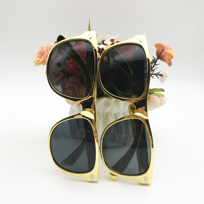 printed sunglasses wedding favors girl birthday party gifts for guest taking photos