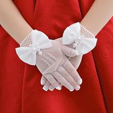 1 пара, детские кружевные ажурные перчатки белого цвета с искусственным жемчугом для девочек, перчатки для причастия с цветочным узором для девочек, вечерние аксессуары для свадебной церемонии