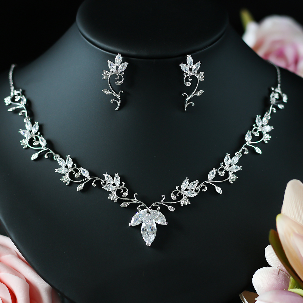 ASNORA  AAA cubic zirconia Clear zirconia flower and cirrus fashion style earring and necklace jewelry set A00133 ASNORA  AAA cubic zirconia Clear zirconia flower and cirrus fashion style earring and necklace jewelry set A00133