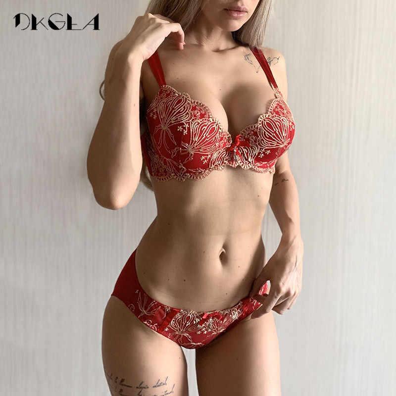 Ensemble de sous-vêtements de broderie d'or de luxe femmes soutiens-gorge A B C tasse mode Push Up soutien-gorge ensembles rouge Sexy Lingerie dentelle brassière coton épais
