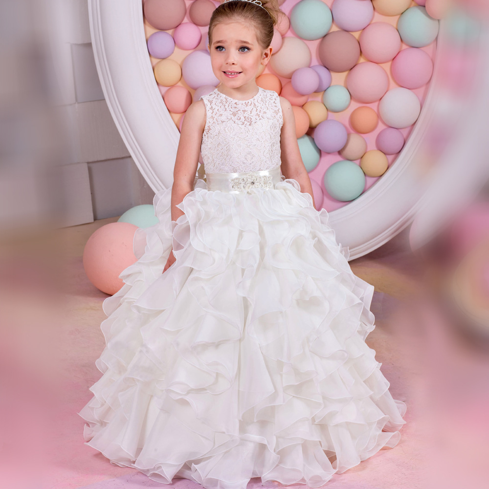 цена 2018 New Arrival Top Quality Lace Appliques Tiered Ball Gown Flower Girl Dress Lace Up Girl Wedding Dress With Crystal Sash