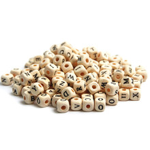100 pçs 10mm alfabeto A-Z letra de madeira natural espaçador contas contas de madeira cubo quadrado jóias fazendo diy