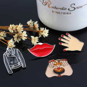 Fashion Ladies Brooch Men's Jackets Red Nails Hand Lipstick Heart Gesture Girl Pins Metal Badge Clothing Accessories Women Jewel