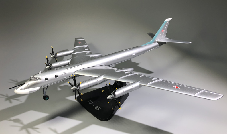 WLTK 1/144 Scale RUSSIA TY-95 TU-95 Bear Bomber Diecast Metal Military Plane Model Toy For Collection/Gift