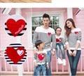 Nueva Primavera Otoño Amor de La Raya de la ropa de la Familia Establece Madre Padre Bebé niños Familia Juego Trajes de Algodón de manga larga t-shirt