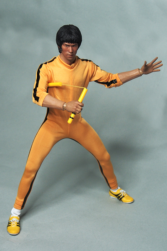 1/6 of those Bruce Lee head dress suit Bruce Lee died game Bruce Lee suits body is not included. 1 6 soldier clothes death game bruce lee suit head carving fit 12collectible doll toys accessories