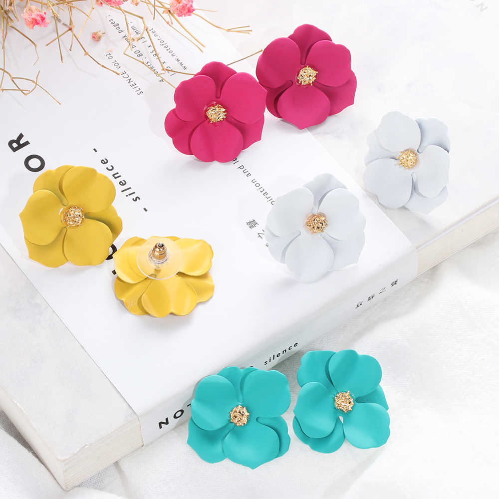 2019 New Arrival Plant Resin Women Hyperbole Stud Earrings Small Fresh Earrings With Color Flowers Fashion Women Jewelry
