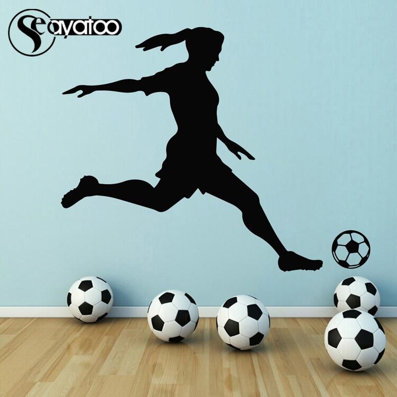 Voetbal Speler Meisje Vrouw Vinyl Muursticker Decal Sport Mural Decor 87x110 cm