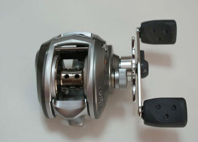free shipping (Surprise gift for you) fishing casting reel Abu  Revo S