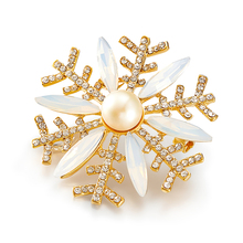 LXM Luxury Fine Jewelry Natural Pearls Brooches Snowflakes Flakes Gold plated Crystal Rhinestone Pinch Retro Style