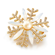 LXM Luxury Fine Jewelry Natural Pearls Brooches Snowflakes Flakes Gold-plated Crystal Rhinestone Pinch Retro Style