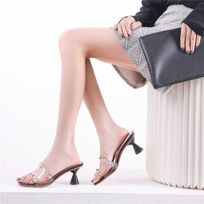 2019 スタイル夏の女性の水晶 7.5 センチメートルハイヒールミュールスライド女性リベットブロッククリアハイヒールピープトウシューズスリッパ黒靴白