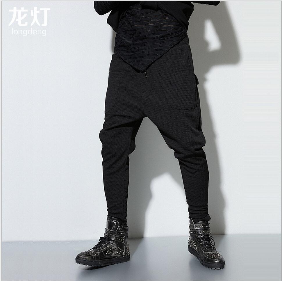 2018 verano nuevos hombres pantalones casuales pantalones de color sólido  cremallera lucha pequeños pantalones harem Beam pie pantalones marea trajes  del ... bd4e4b2d2257e