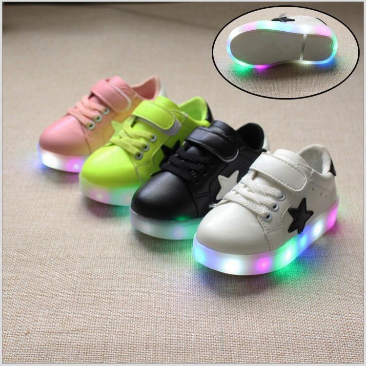 b65fb3866 2018 جديد أحذية الأطفال الفتيان والفتيات الرياضة الاحذية حذاء طفل حذاء طفل  أطفال led ضوء فلاش الأزياء الرياضية الأحذية