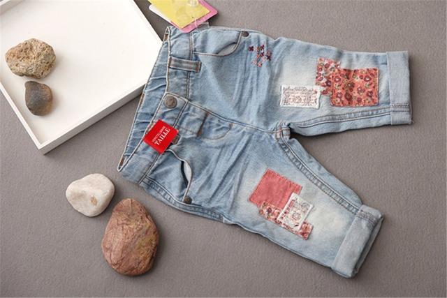 Nuevo 2016 del bebé gril pantalones denim jeans moda niños niñas de Encaje de Flores Patchwork vaqueros pantalones vaqueros infantiles para 3-36 m de la muchacha Freeshipping