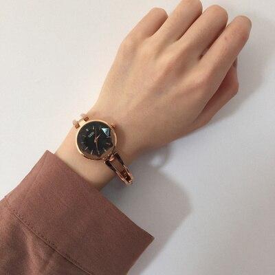 Différents types de Han Feng simple chic rétro petit cadran beaux avec chaîne bracelets littéraire sauvage tempérament montre femelle A10