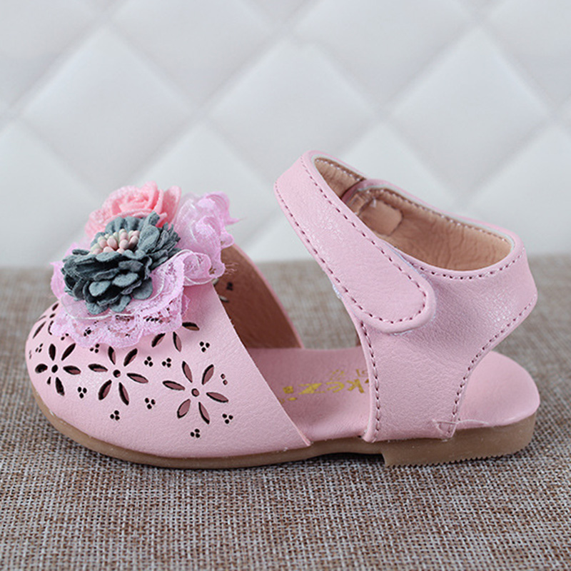 2019 New Girls Princess Cut outs Sandals Shoes Kids Fashion Lace Flower Beach Sandals Children Baby Soft Sole Summer Shoes in Sandals from Mother Kids