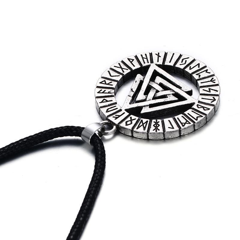 Amulette païenne: la tablette magique