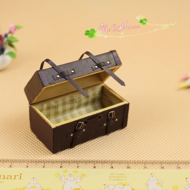 Mini dollhouse Crafts model accessories ancient mini patterned suitcase