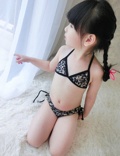 Little girls in string bikini images - Kleine teen indelingen meisje ...