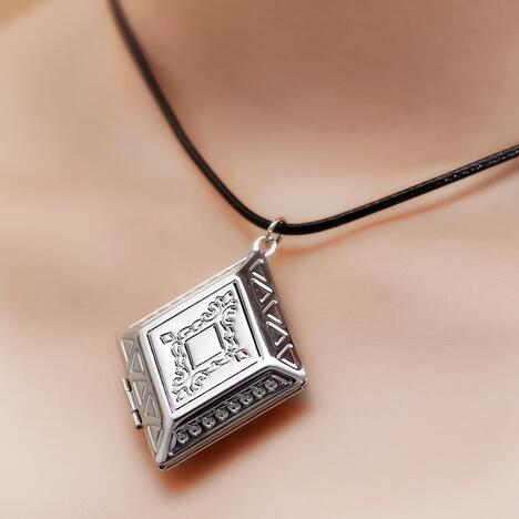 Women and men homemade picture photo memory leather chocker chain women and men homemade picture photo memory leather chocker chain pocket box pendant locket necklace for womens jewelry in pendant necklaces from jewelry aloadofball Gallery