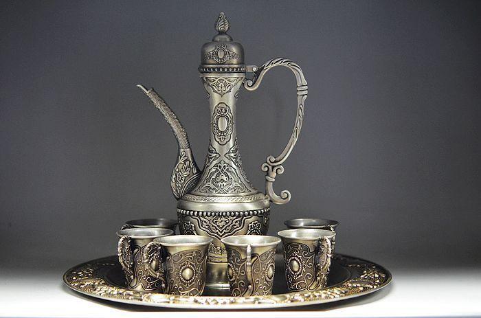 Древние китайские позолоченные серебряные чайник и чашки и лоток