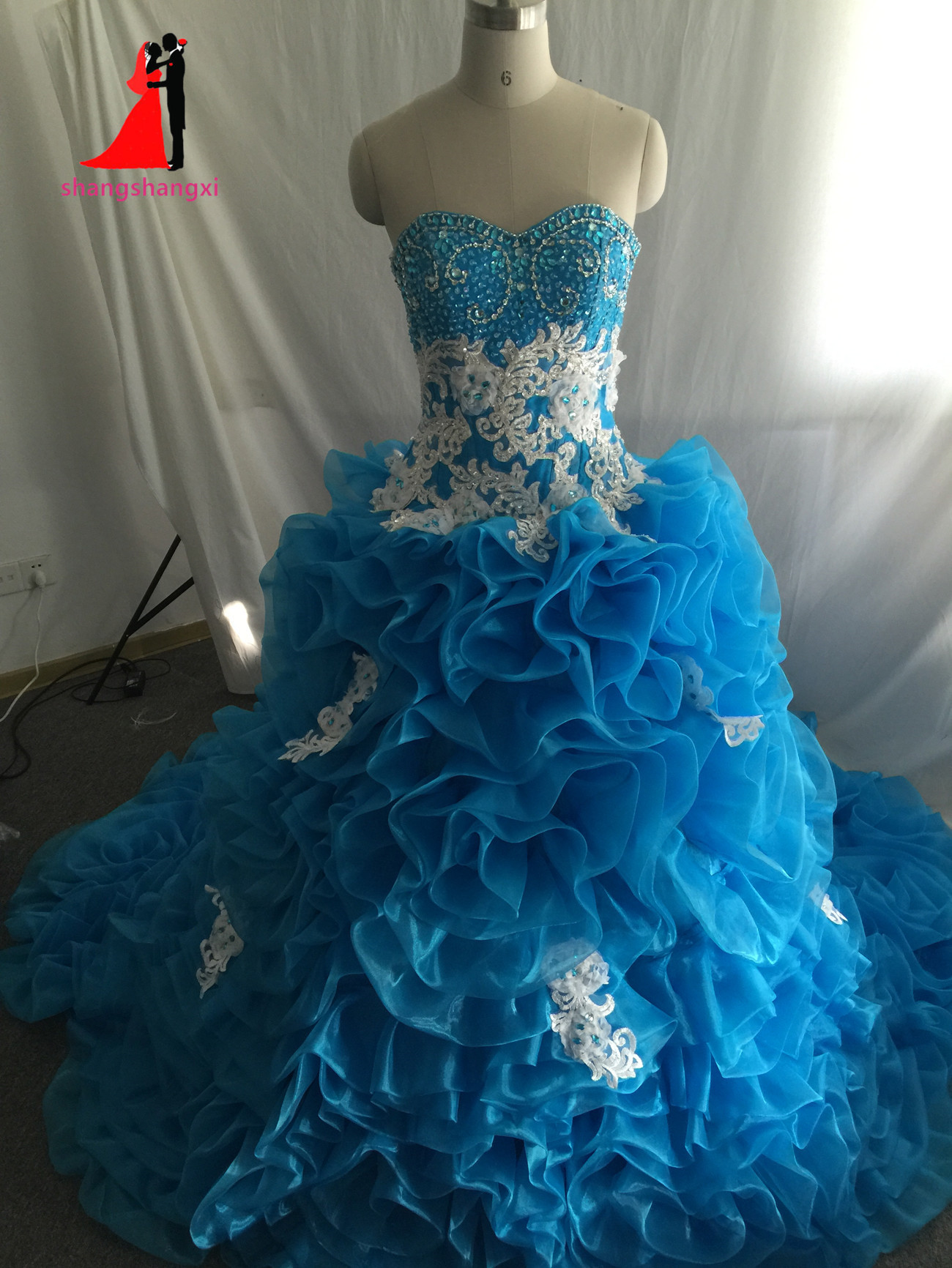 Luxurious blue quinceanera dresses 2017 sweetheart ball gown with crystal beads vestidos de 16 anos cheap