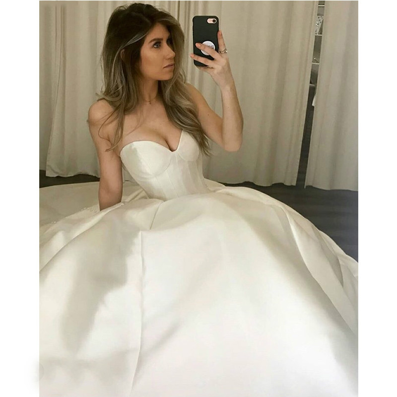 E Jue Shung White Taffeta Simple Wedding Dresses Lace Up Back