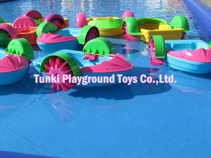 Jouet de bateau à main en plastique pour enfants
