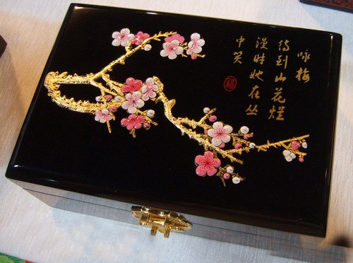 Chinese Traditional Lacquer Jewelry Box Case For Plum Blossom