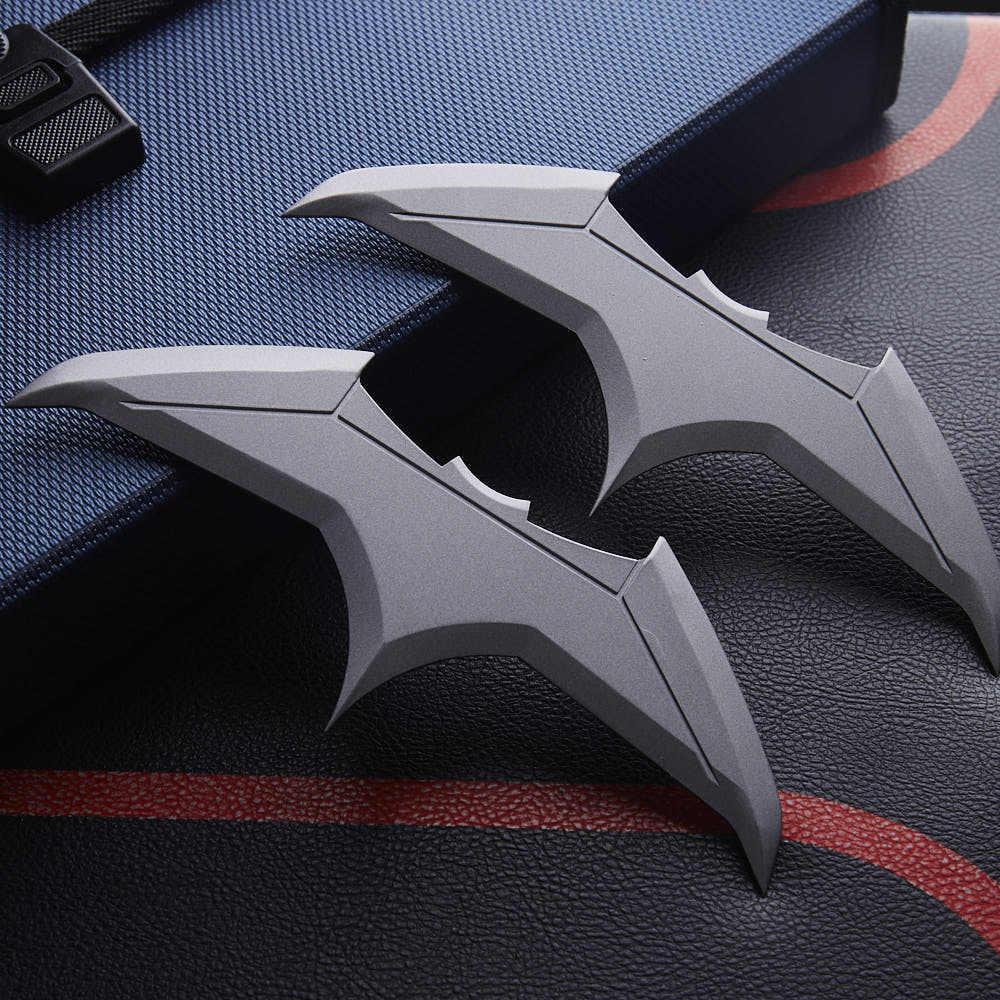 """1 шт. фильм Бэтмен """"Лига правосудия"""" Брюс Уэйн супергероя Косплэй Дартс Batarangs аксессуар реквизит Коллекционные вещи подарок на Большая распродажа!"""