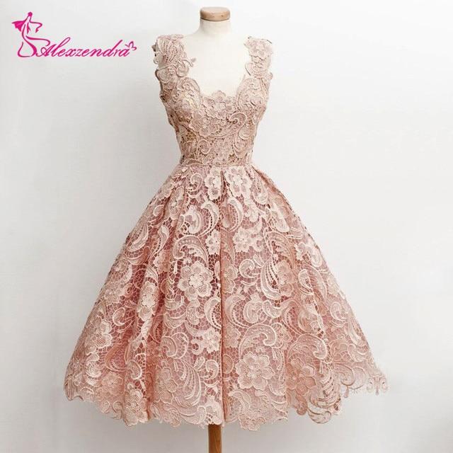 Alexzendra ורוד תחרה שמלות לנשף באורך הברך קצרה V מפלגה צוואר שמלות מותאם אישית