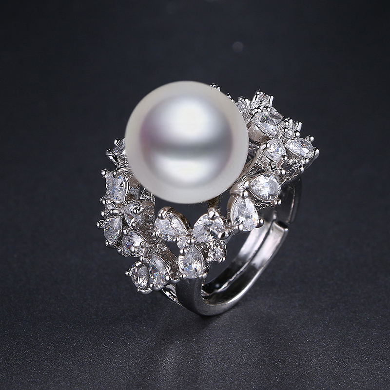 Женское кольцо с большим жемчугом белое/золотистое фианитом