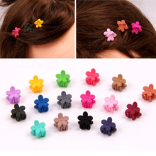 цены 10pcs Korean children's hair accessories cute small frosted flowers mini hairpin girl baby crab claw clip Birthday gift clip