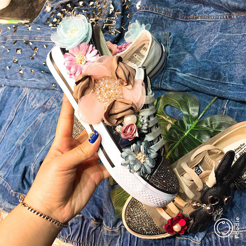 2018 autumn new fashion trend hand sewn flower rhinestone lace decorative canvas shoes women comfortable casual