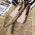 2017 Recién Llegado de Punta estrecha Negro Rosa Señaló Remaches Del Dedo Del Pie Zapatos Planos de Las Señoras Mocasines Resbalón en los Zapatos de Las Señoras Planas