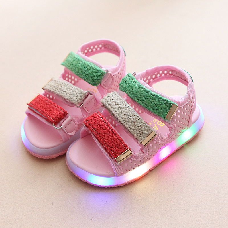 2017 New fashion Lovely princess glowing girls sandals cute Pu LED lighted Baby sandals glowing flash summer girls clogs