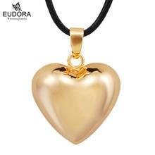Золотой кулон в форме сердца гармонии колокольчика реквизит