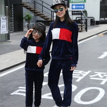 Family Matching Clothes 2018 Spring Velvet Casual Children Girls Tracksuits Mother And Daughter Clothes Girls Clothing Set 3 yea
