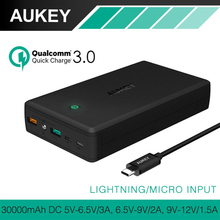 Aukey 30000 mah quick charge 3,0 energienbank dual usb ausgang bewegliches bewegliches ladegerät externe batterie für iphone xiaomi smartphone