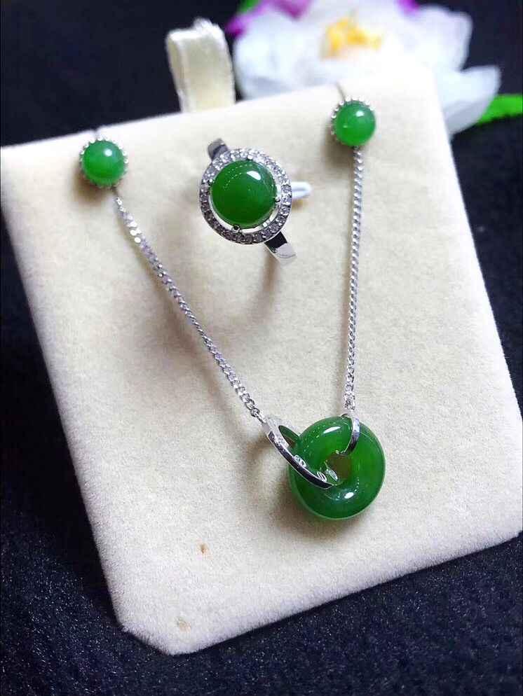 คุณภาพสูง S925 Silver Inlay หยกสีเขียวอัญมณีชุดผู้หญิงแฟชั่นเครื่องประดับแหวน + สร้อยคอ + หู Studs * ฟรีของขวัญกล่อง