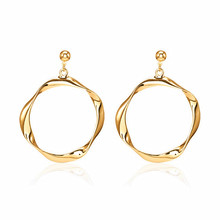 2018 Fashion design new delicate earrings high quality alloy earring ornaments