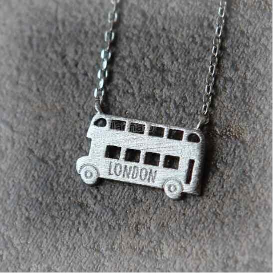 Stokrotki 10 sztuk/partia New Arrival autobus londyński wisiorki samochodowe naszyjnik łańcuch mężczyźni kobiety srebrny złoty komunikat naszyjnik biżuteria prezent