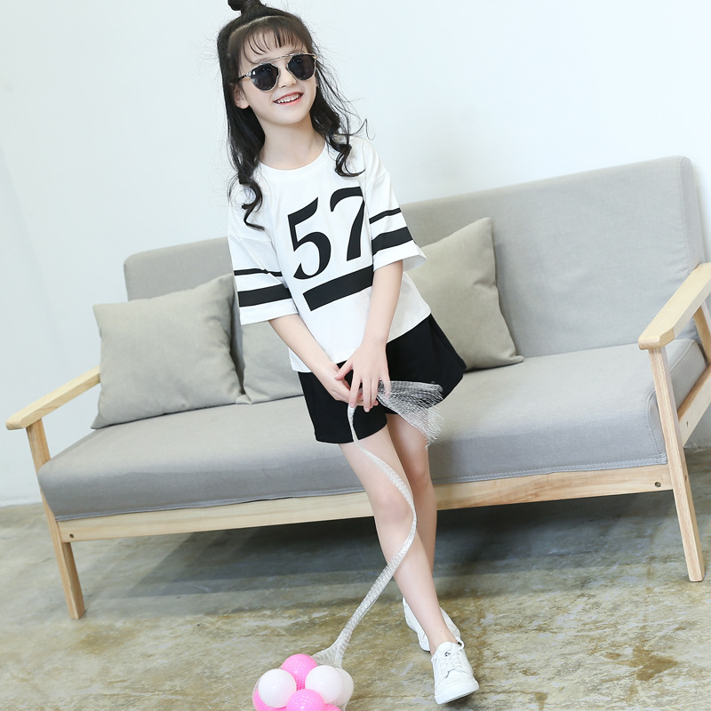 2018Girls Summer Wear Cuhk Short Sleeve t - Shirt + Shorts Suit Girls Cotton Casual Two-Piece Children's Tide Set Sports Letters