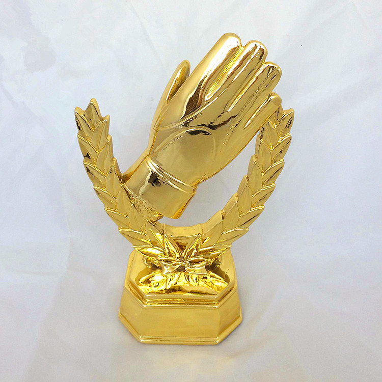 The new football goalkeeper golden glove award to his World Cup trophy resin kinmen will award for the World Cup fans souvenirs hot 2016 soccer goalkeeper golden trophy best goalkeeper trophy cup best goal keeper trophy award for goalkeeper gold color