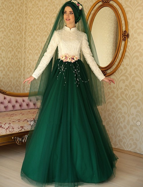 2017 Turkish Islamic Green White Evening Dresses Long Sleeves Muslim  Evening Gowns Dubai Pearls Women Dress robe de soiree 641aeb784252