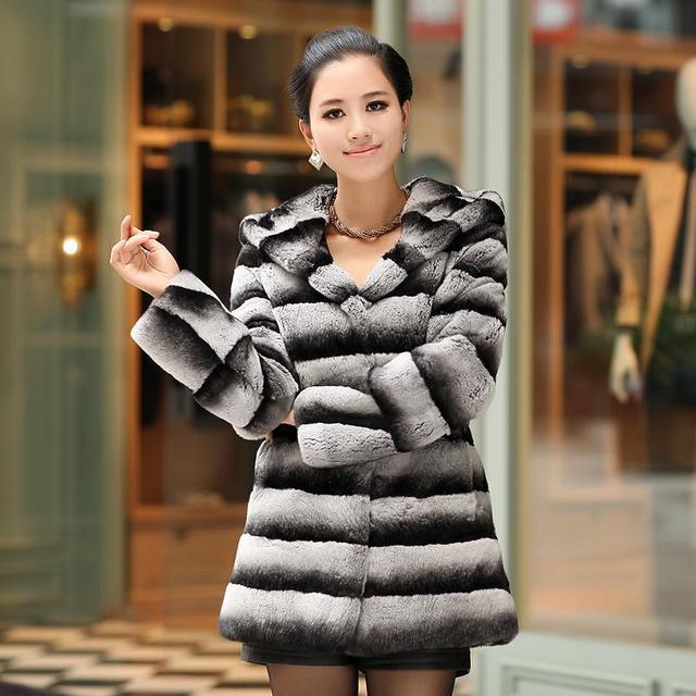 size 40 53a61 c5e78 US $441.66 49% di SCONTO Vendita calda naturale chinchilla pelliccia Del  coniglio Del Rex cappotto di pelliccia con felpa con cappuccio disegno  lungo ...