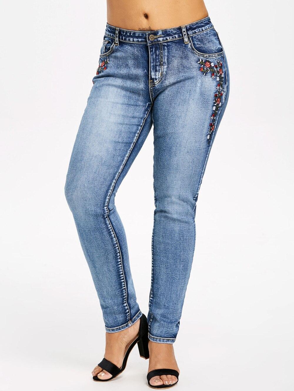 c5a345494808 Купить 2018 новые модные женские джинсы вышитые мыть эластичные ...